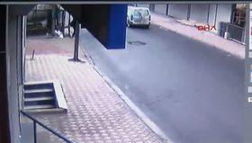 Esenyurt'ta polise ateş açıldı