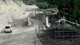 Güvenlik güçlerince vurulan PKK'lı teröristin kendini patlatma anı