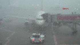 Atatürk Havalimanı'nda uçuşlara yağmur engeli