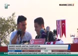 Samir Nasri taraftarlara üçlü çektirdi
