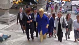 Emine Erdoğan, New York Halk Kütüphanesini ziyaret etti
